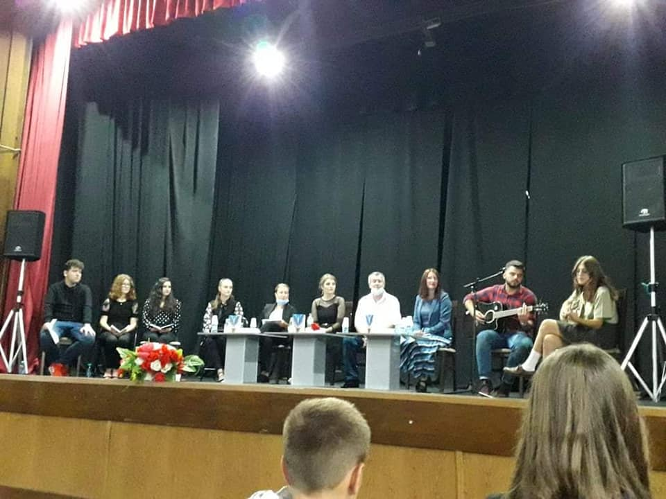 """U Gradskoj biblioteci Živinice održano je predstavljanje pjesmozbirke """"Moja iluzija"""", mlade zavičajne pjesnikinje Selme Salihović"""